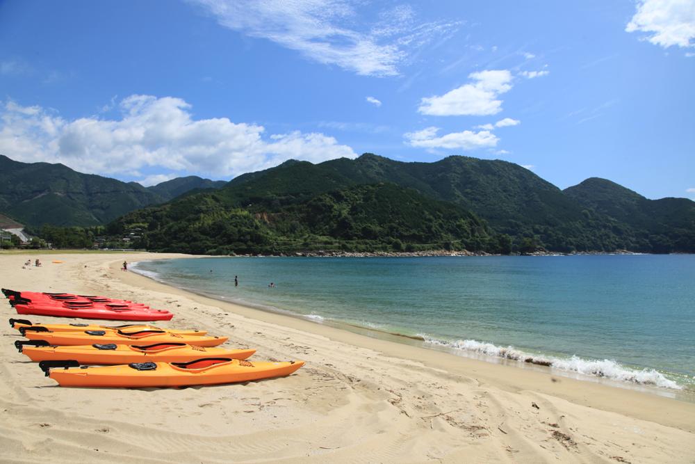 新鹿海水浴場です。高速インターからも近く、関西や東海圏のお客様にも人気の場所です。