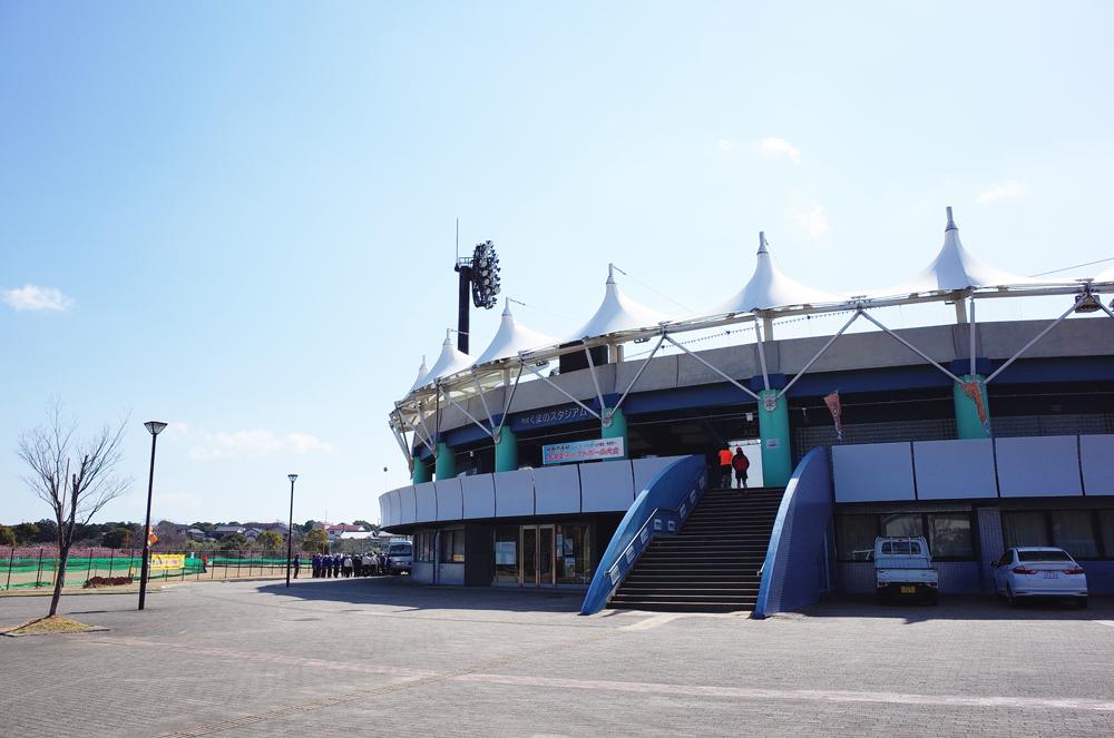 山崎運動公園には野球のスタジアムやテニスコートなど複合的スポーツ施設としても使用できます。