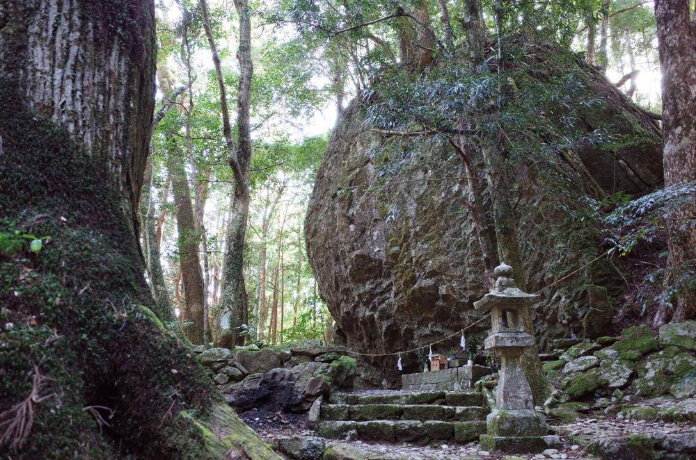 丹倉神社など、神秘的な場所がたくさんあります。