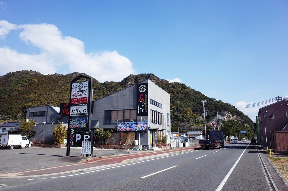 国道沿いは飲食店や大手のスーパーや家電製品店、ホームセンターなどが立ち並びます。