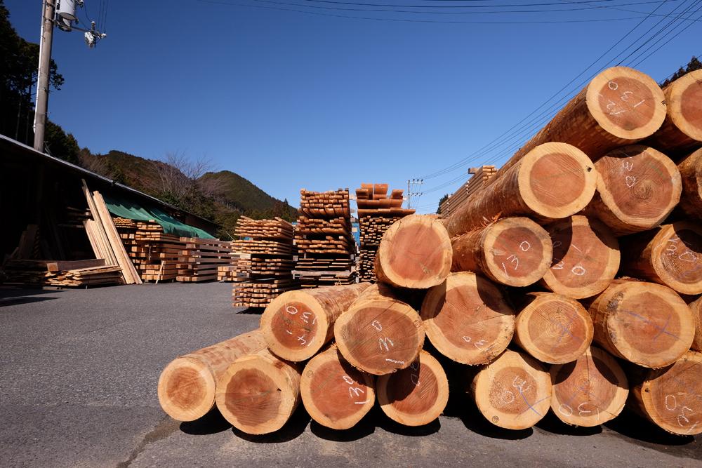 熊野は雨の多い地域で、良質の木材が採れます。