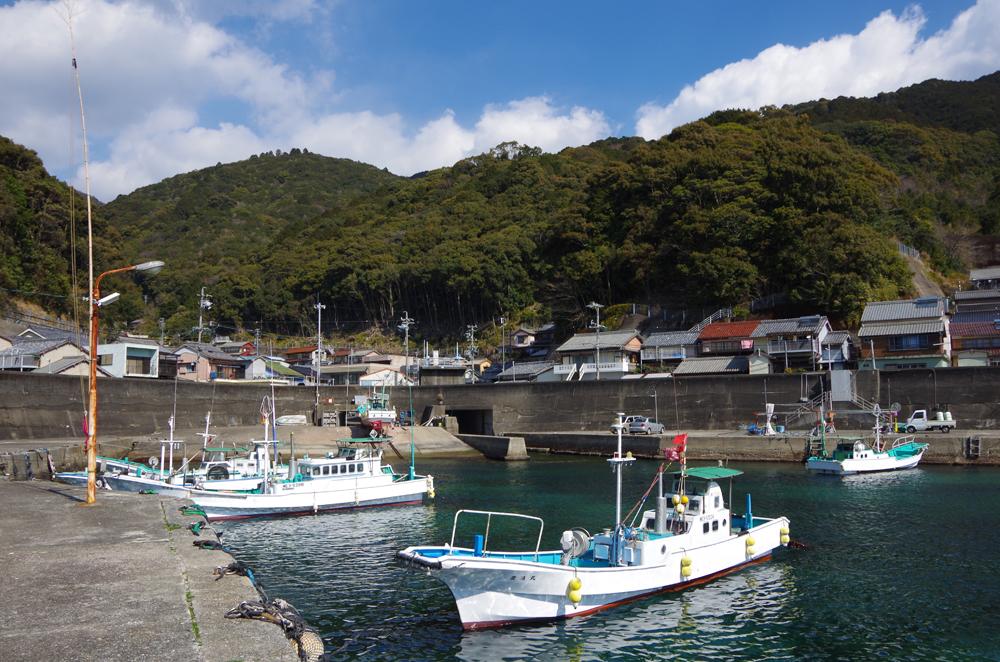 甫母町の港です。