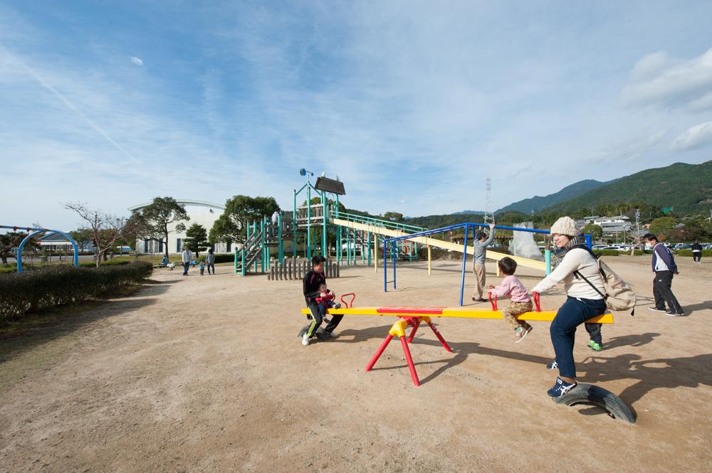 有馬町の山崎運動公園です。敷地も広く、休日は家族連れで賑わいます。