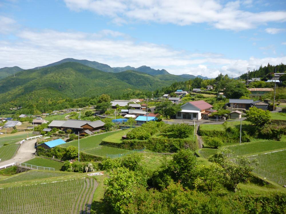 棚田とまちの風景はまさに日本の田舎といった風情です。