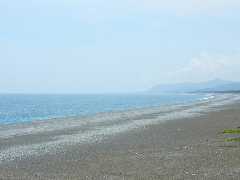 徒歩5分ほどに七里御浜海岸があります。