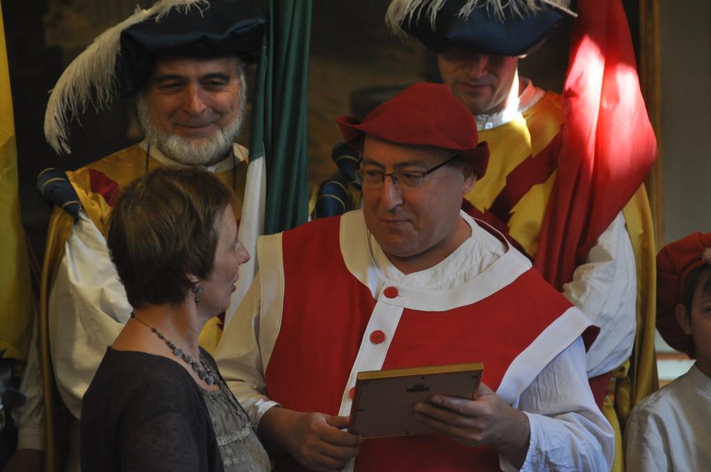 Remise d'un Alfier d'honneur du Folklore Namurois 2011 à Yves Devos
