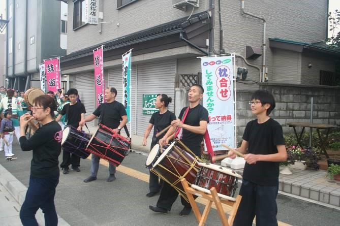 パレード会場で和太鼓演奏