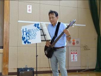 校長も吹奏楽部と演奏