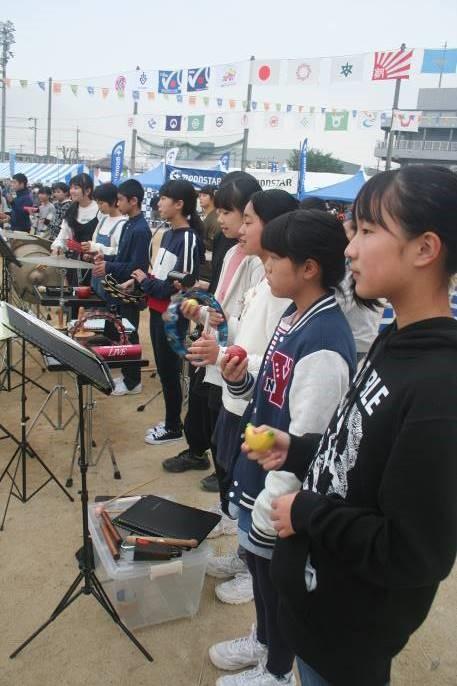 市内中学校吹奏楽部が歓迎演奏
