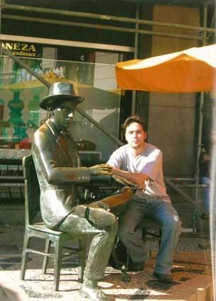 En A Brasileira, tomando un café con Pessoa