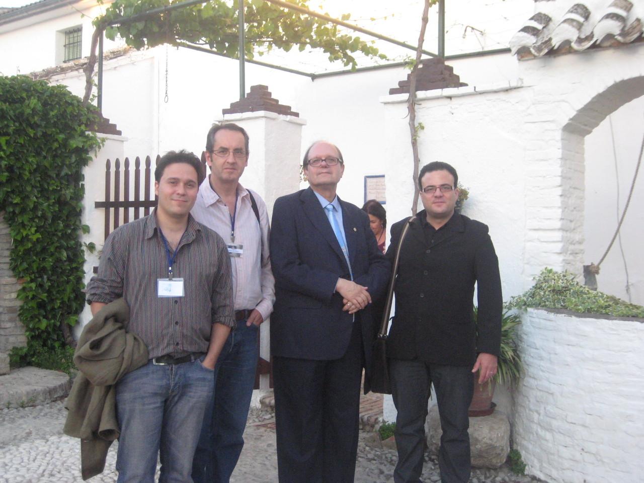 Con Pere Gimferrer, José María Pérez Zúñiga y Javier Bozalongo, en la casa de García Lorca en Valderrubio.