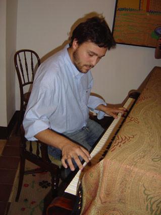 Tocando el piano de Federico García Lorca