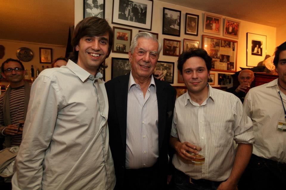 Con Mario Vargas Llosa y Fernando Valverde, en La Tertulia (Granada)