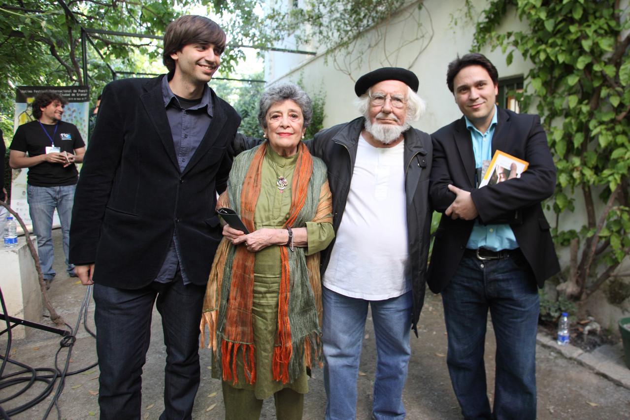 Junto a Ernesto Cardenal, Claribel Alegría y Fernando Valverde, en la Huerta de San Vicente.