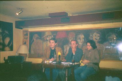 Con Luis García Montero y Antonio Jiménez Millán en La Tertulia (Granada)
