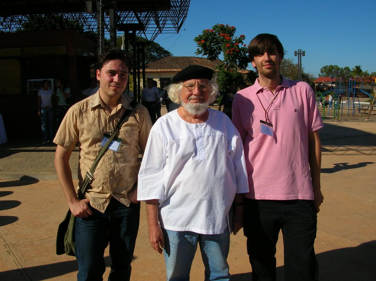 Con Ernesto Cardenal y Fernando Valverde (Granada, Nicaragua, 2005)