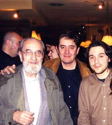 Con Ángel González y Luis García Montero en La Tertulia (Granada)