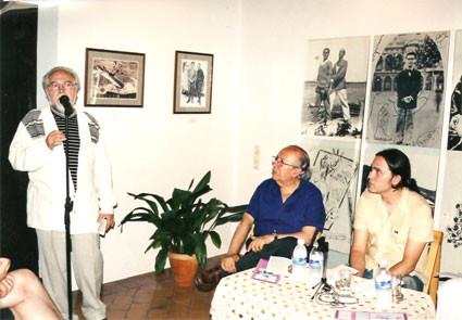 Con Juan de Loxa y Rafael Guillén durante la presentación de Oficina de sujetos perdidos en la casa natal de Federico García Lorca en Fuente Vaqueros (Granada).
