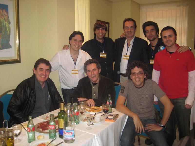 Con Luis García Montero, Miguel Ríos, Pedro Guerra, Juan Pinilla, Fernando Valverde, Tito Valverde y Javier Bozalongo