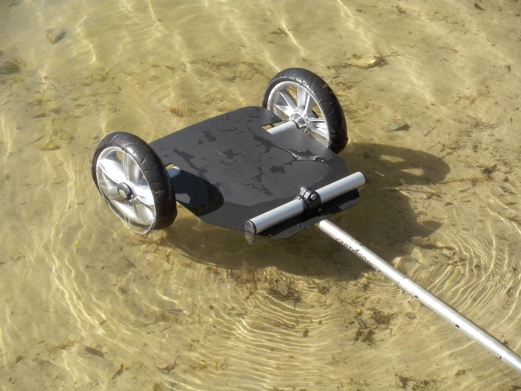 CART4GO ultra, so leicht, der schwimmt sogar im Wasser