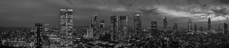 Skyline Frankfurt Panoramafotos in Schwarzweiß 08