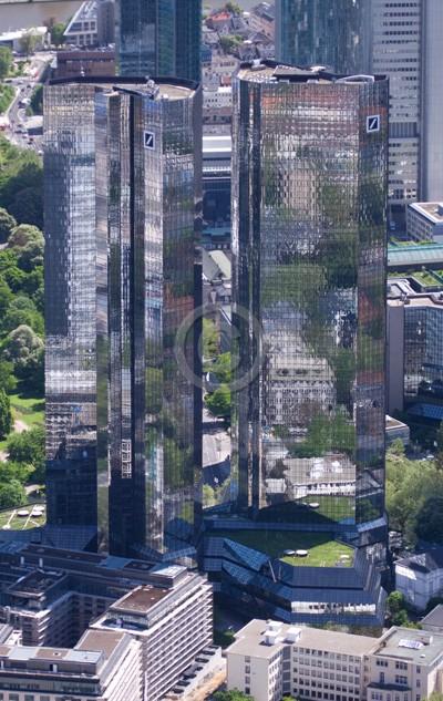Skyline Frankfurt im Hochformat 28