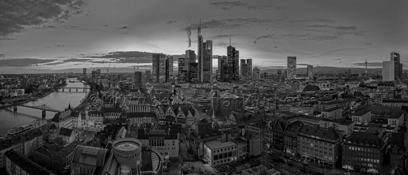 Skyline Frankfurt Panoramafotos in Schwarzweiß 23
