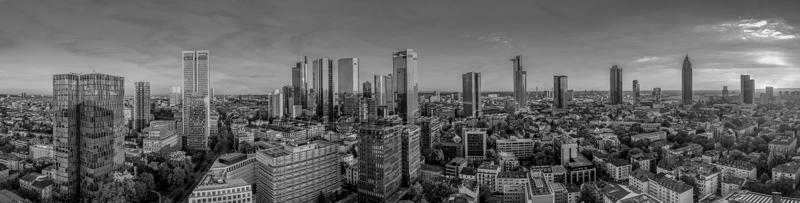 Skyline Frankfurt Panoramafotos in Schwarzweiß 03