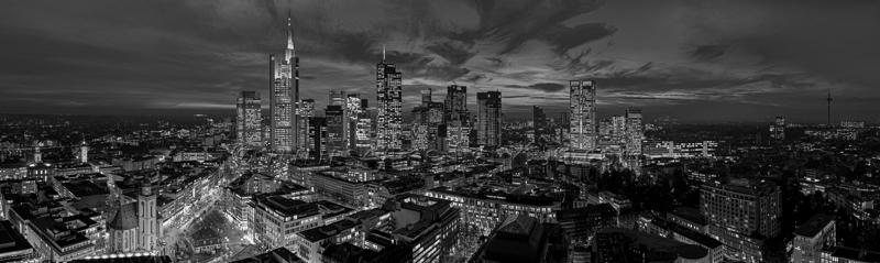 Skyline Frankfurt Panoramafotos in Schwarzweiß 50