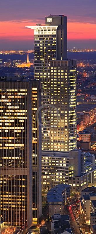 Skyline Frankfurt im Hochformat 01