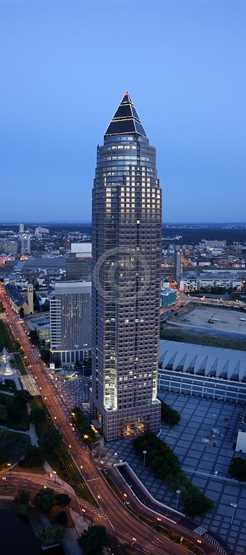 Skyline Frankfurt im Hochformat 22