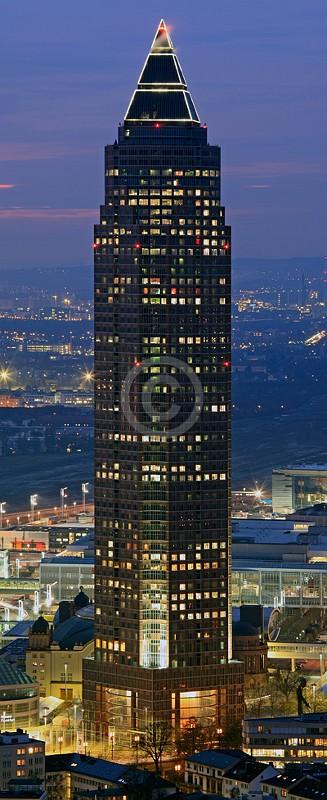 Skyline Frankfurt im Hochformat 03