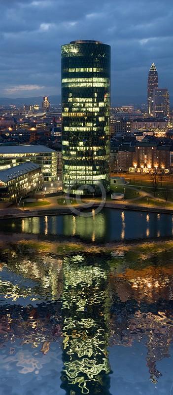 Skyline Frankfurt im Hochformat 07