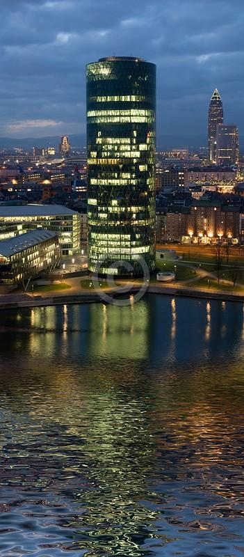 Skyline Frankfurt im Hochformat 10