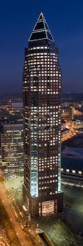 Skyline Frankfurt im Hochformat 24