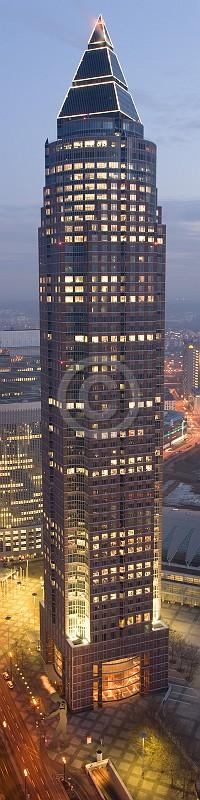 Skyline Frankfurt im Hochformat 09