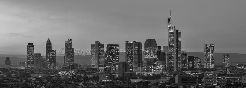 Skyline Frankfurt Panoramafotos in Schwarzweiß 12