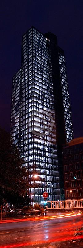 Skyline Frankfurt im Hochformat 27