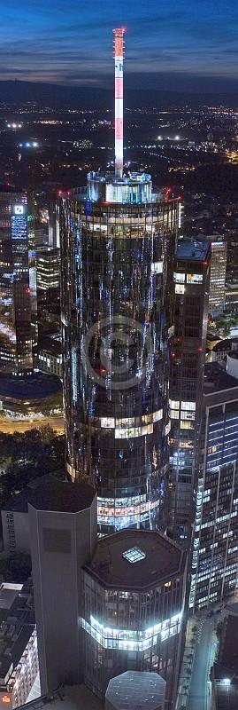 Skyline Frankfurt im Hochformat 26