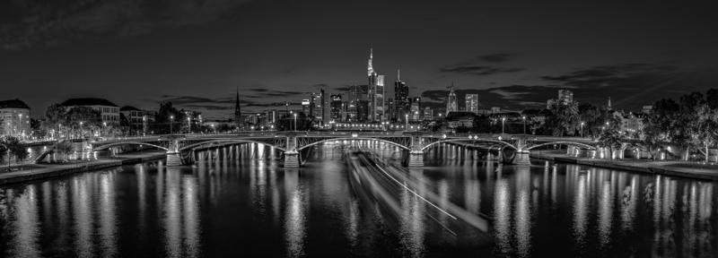 Skyline Frankfurt Panoramafotos in Schwarzweiß 06