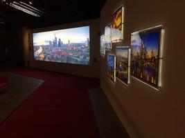 Hintergrundbeleuchtetes Skyline Frankfurt Panorama 02