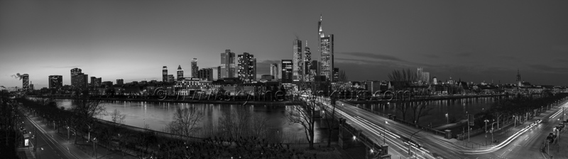 Skyline Frankfurt Panoramafotos in Schwarzweiß 47