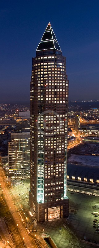 Skyline Frankfurt im Hochformat 19