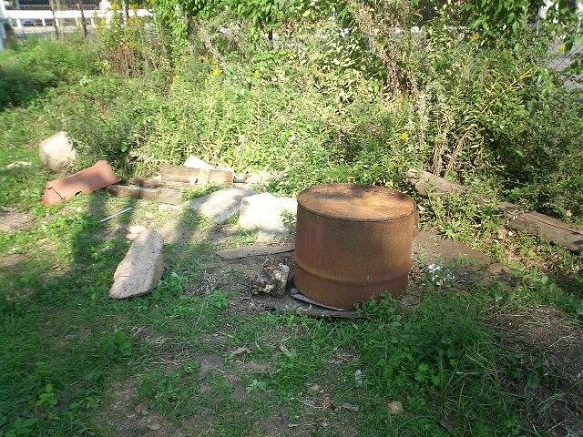 毎月第4土曜日は「昼めしつくろう会」この釜戸でカレーやトン汁など作っています♪