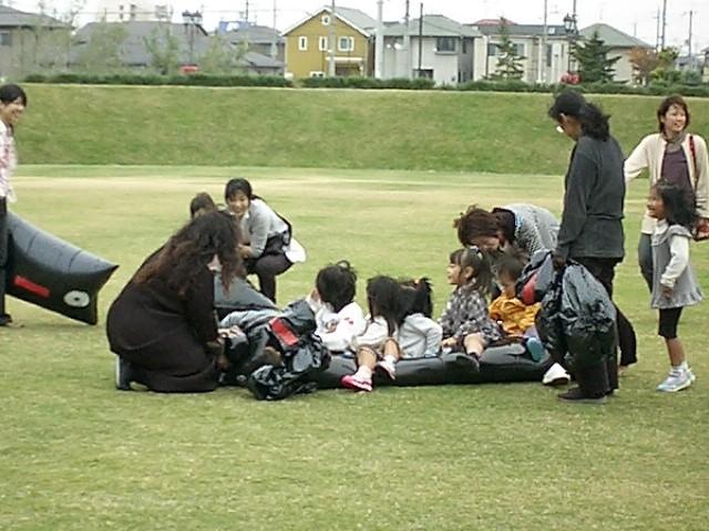 でっかいおばけを作って芝生広場で遊ぼう!