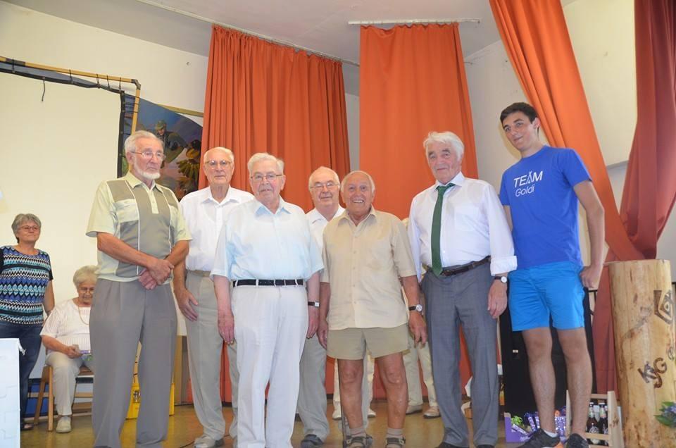Ehrung der männlichen Gründungsmitglieder. Noch mal Danke, dass ihr die KjG in Ploume ins Leben gerufen habt!