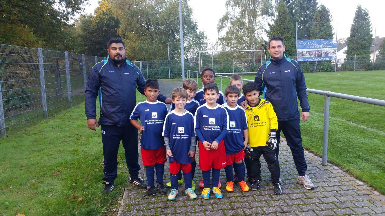 Die F-Junioren werden ausgestattet von: AXA Generalvertretung Matthias Großmann