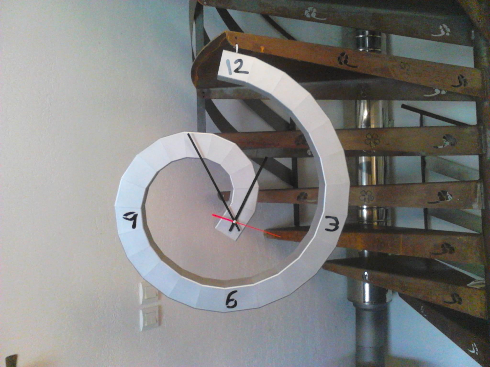 Horloge escargot Acier  diamètre 80 cm