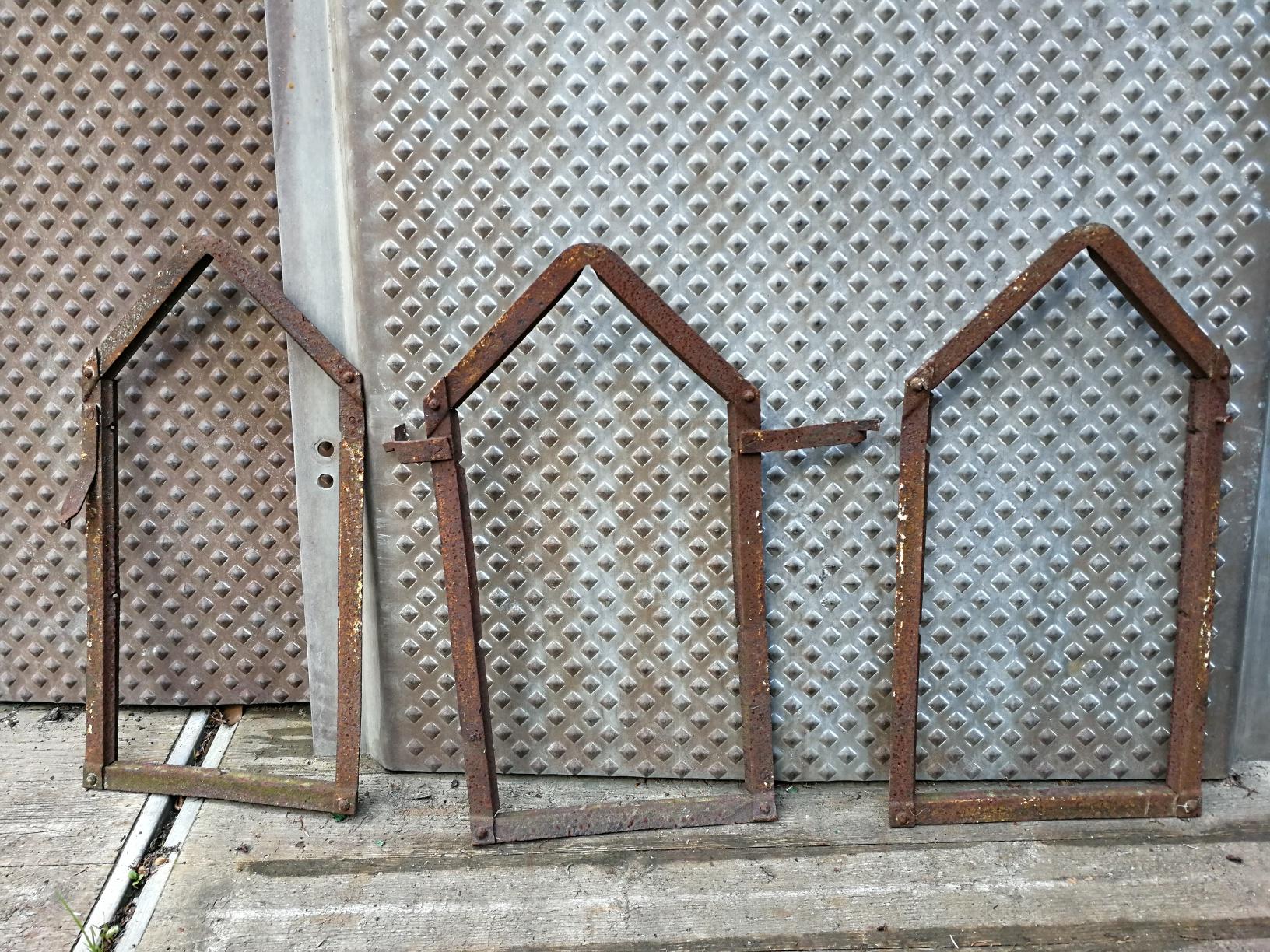 Hier bieten wir viele verschiede alte Fabrikfenster ...