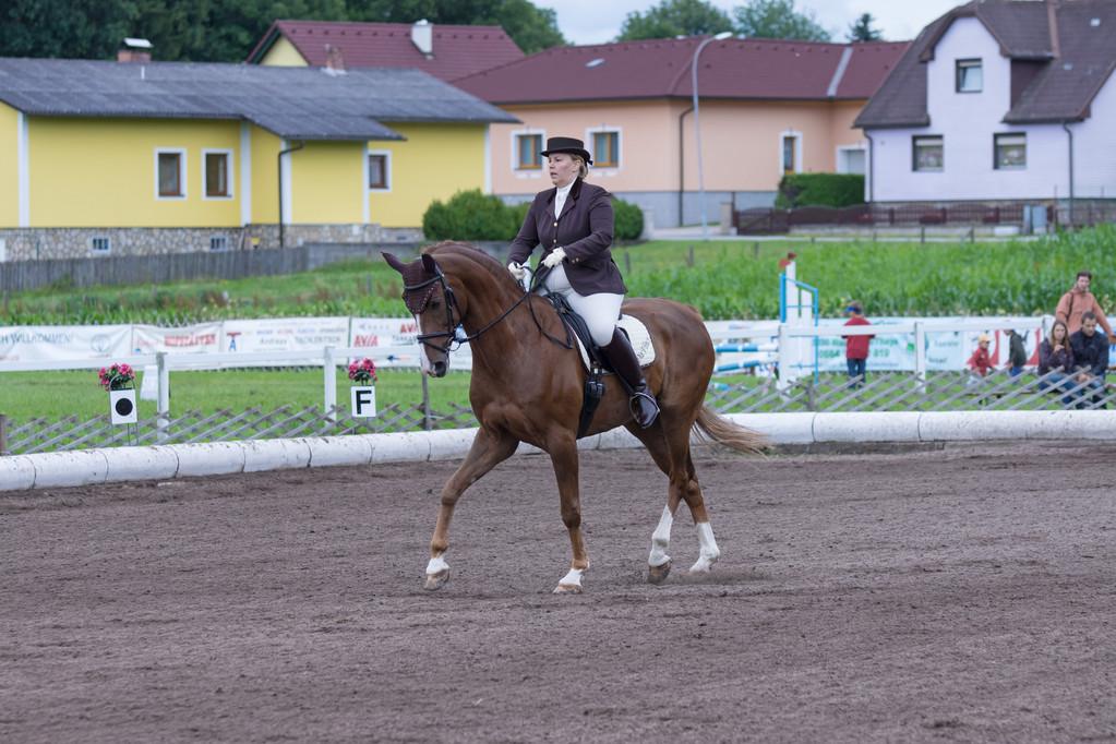 Cornelia Figl auf DaVinci im Dressurbewerb Kl. LM